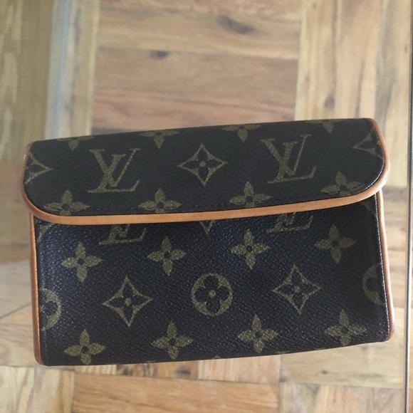 80b7c270a Louis Vuitton Handbags - Louis Vuitton Pochette Florentine Monogram